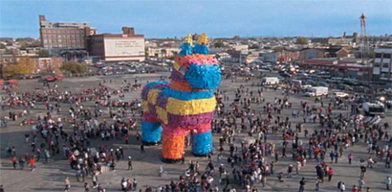 Самая большая пиньята в мире